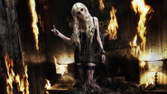 taylor-momsen-pretty-reckless-kindle-flame-glamour-girl-600x337